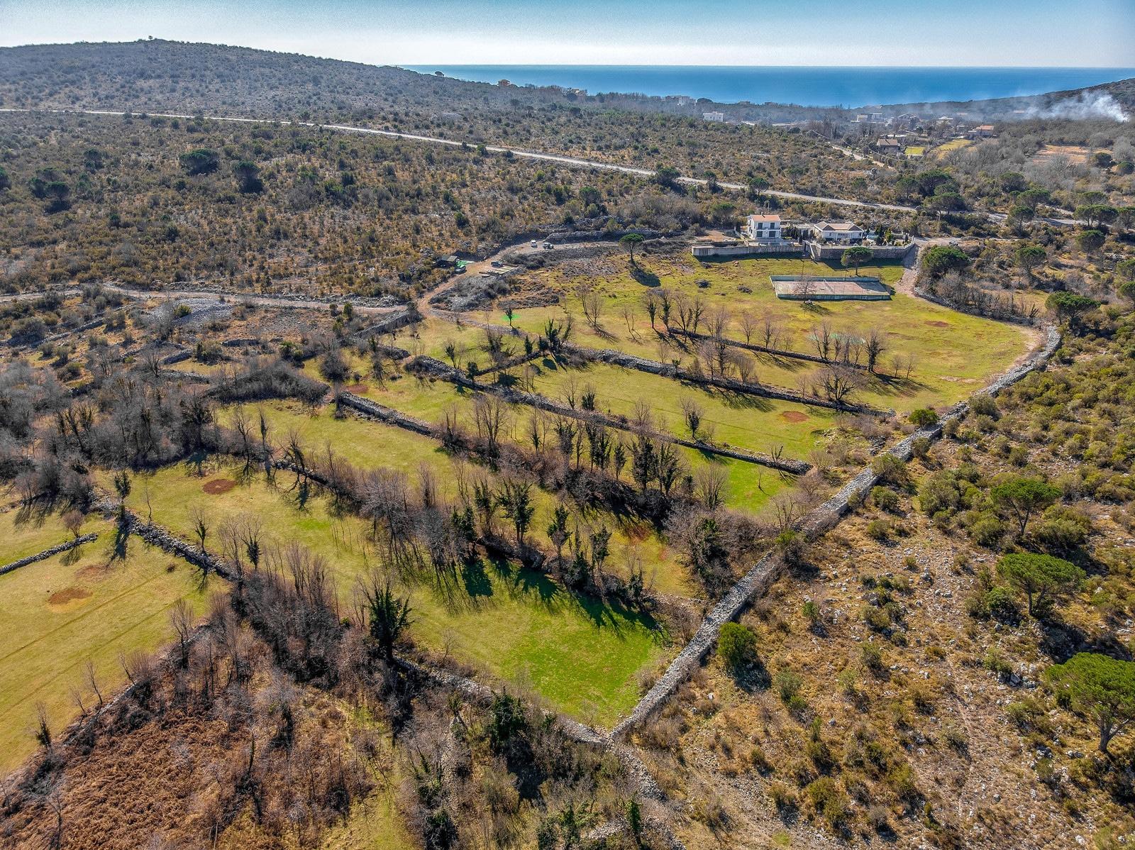 Snimak iz drona, Plac (golf teren) na Krimovici, Budva, Luxury Homes Montenegro, Profesionalni fotograf - Foto Radević